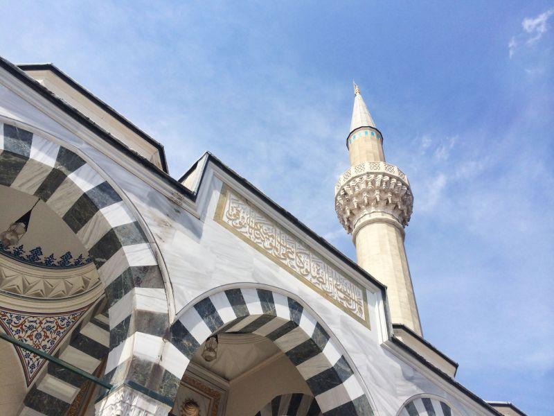 https: img-o.okeinfo.net content 2019 11 30 614 2136350 islam-diterima-di-jepang-jumlah-muslim-dan-masjid-kian-bertambah-9sGsj2CDmA.jpg