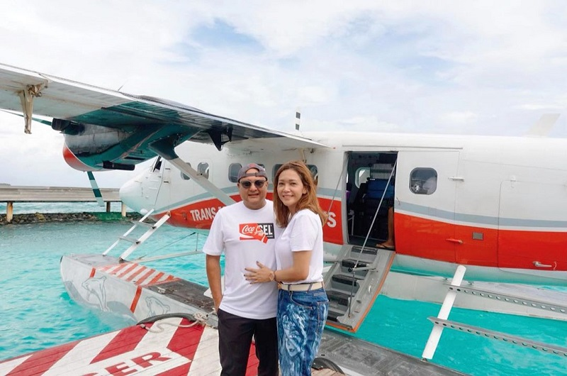 https: img-o.okeinfo.net content 2019 12 02 406 2137094 romantisnya-liburan-maia-estianty-dan-suami-ke-maldives-semakin-bahagia-CMflGmBea9.jpg