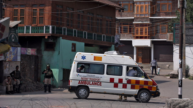 https: img-o.okeinfo.net content 2019 12 03 18 2137470 geledah-ambulans-polisi-india-temukan-pasien-palsu-dan-40-kg-ganja-wwDNDROzpU.jpg