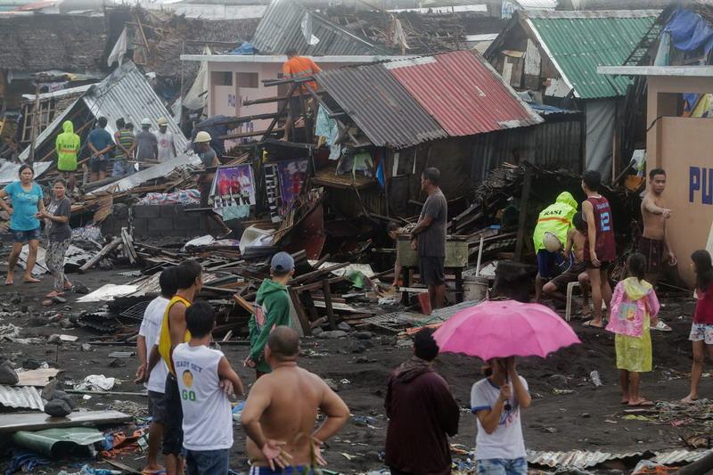 https: img-o.okeinfo.net content 2019 12 03 18 2137632 topan-kammuri-tewaskan-tiga-orang-di-filipina-paksa-ratusan-penerbangan-ditunda-pFWgVgQY2O.jpg
