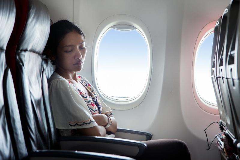 https: img-o.okeinfo.net content 2019 12 03 406 2137556 5-tips-tidur-nyenyak-selama-penerbangan-xJtU1EIUjb.jpg