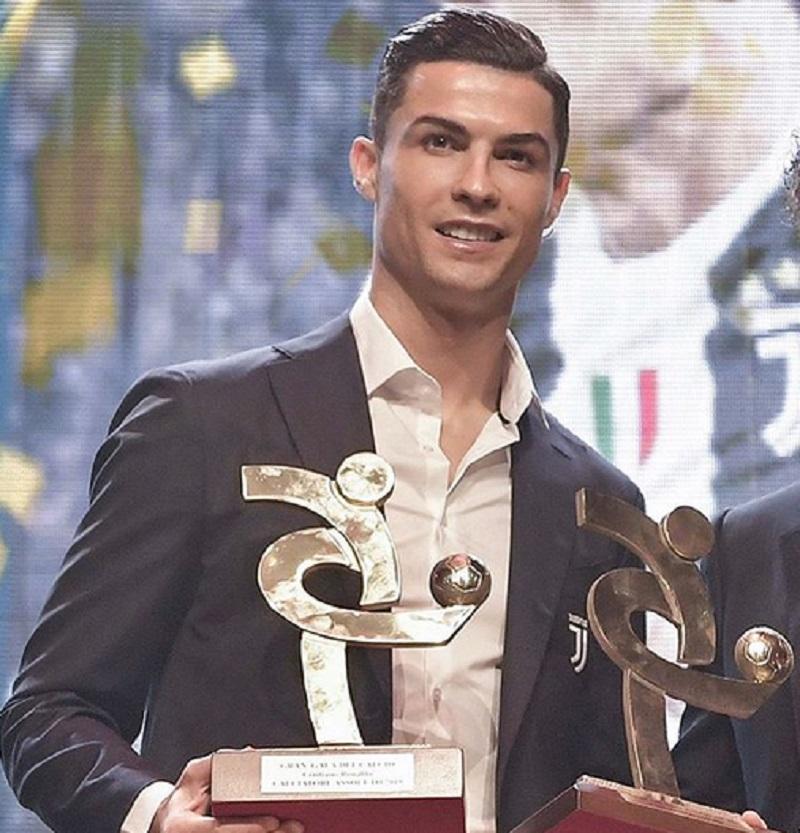 https: img-o.okeinfo.net content 2019 12 03 47 2137204 gagal-raih-ballon-dor-ronaldo-sabet-penghargaan-pemain-terbaik-liga-italia-AehCvwq0ex.jpg