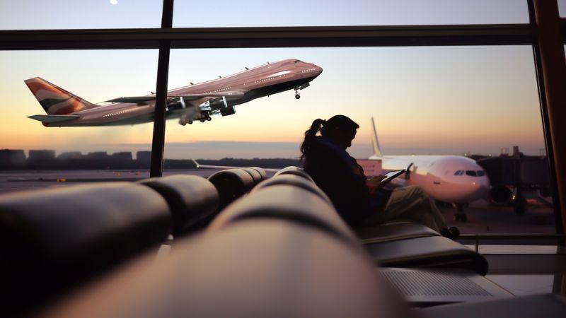 https: img-o.okeinfo.net content 2019 12 03 612 2137315 viral-video-koper-antre-di-bandara-netizen-manusia-harus-contoh-PiwqRwwzvr.jpg