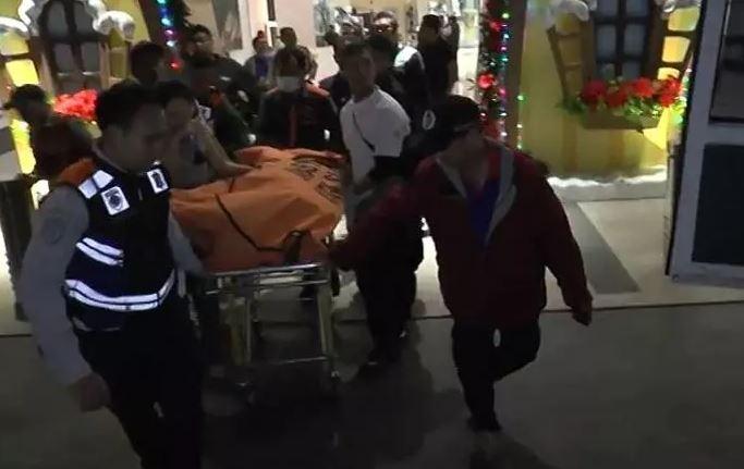 https: img-o.okeinfo.net content 2019 12 04 519 2137724 pria-tewas-mengenaskan-usai-terjatuh-dari-lantai-4-mal-di-surabaya-YOtjHZOn55.JPG