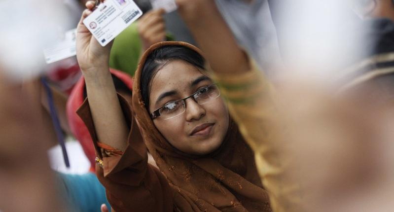 https: img-o.okeinfo.net content 2019 12 05 320 2138445 menggiurkan-pekerja-freelance-bangladesh-hasilkan-rp1-3-triliun-per-tahun-Ov7oCj4Urf.jpg