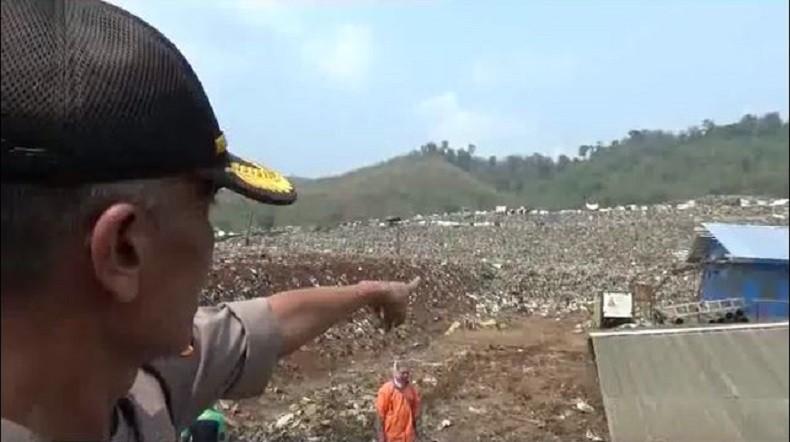 https: img-o.okeinfo.net content 2019 12 05 525 2138327 pemulung-tewas-akibat-tetimbun-longsoran-sampah-di-tpa-sarimukti-P2aA12TyoZ.jpg