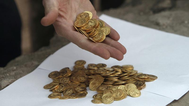 https: img-o.okeinfo.net content 2019 12 06 18 2138891 pria-di-india-temukan-ribuan-koin-kuno-setelah-menangi-lotre-miliaran-rupiah-w1kJxsnV86.jpg