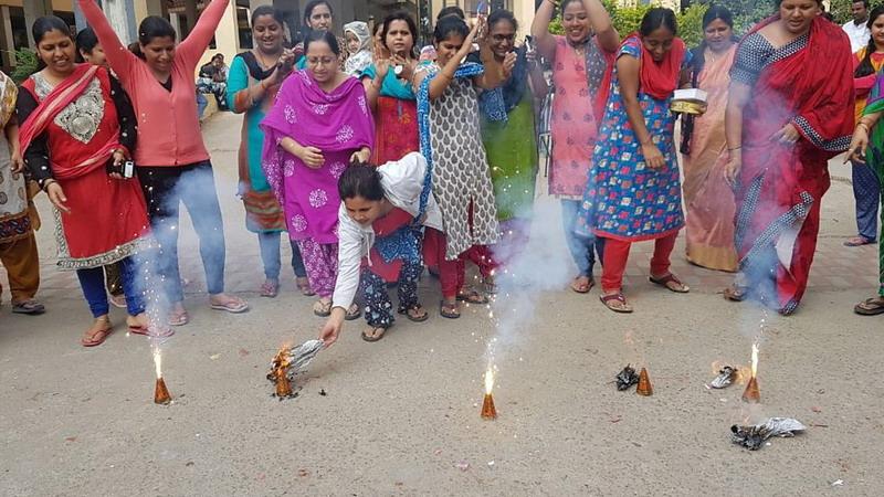 https: img-o.okeinfo.net content 2019 12 06 18 2138965 ribuan-warga-india-rayakan-penembakan-tersangka-kasus-perkosaan-dokter-hewan-oleh-polisi-TTsex4lBdL.jpg
