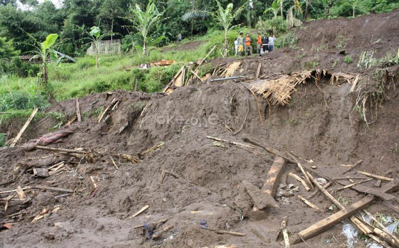 https: img-o.okeinfo.net content 2019 12 08 340 2139302 9-penambang-emas-di-pandeglang-terjebak-dalam-gua-akibat-banjir-bandang-YJXasbFqUF.jpg