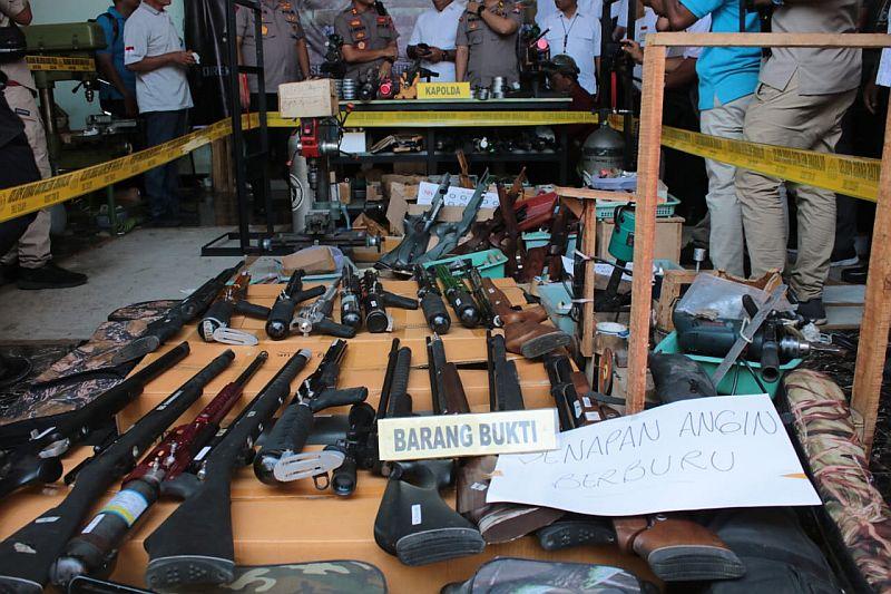 https: img-o.okeinfo.net content 2019 12 08 519 2139299 senjata-ilegal-di-lumajang-dijual-juga-ke-daerah-konflik-veIvOSjT8m.jpg