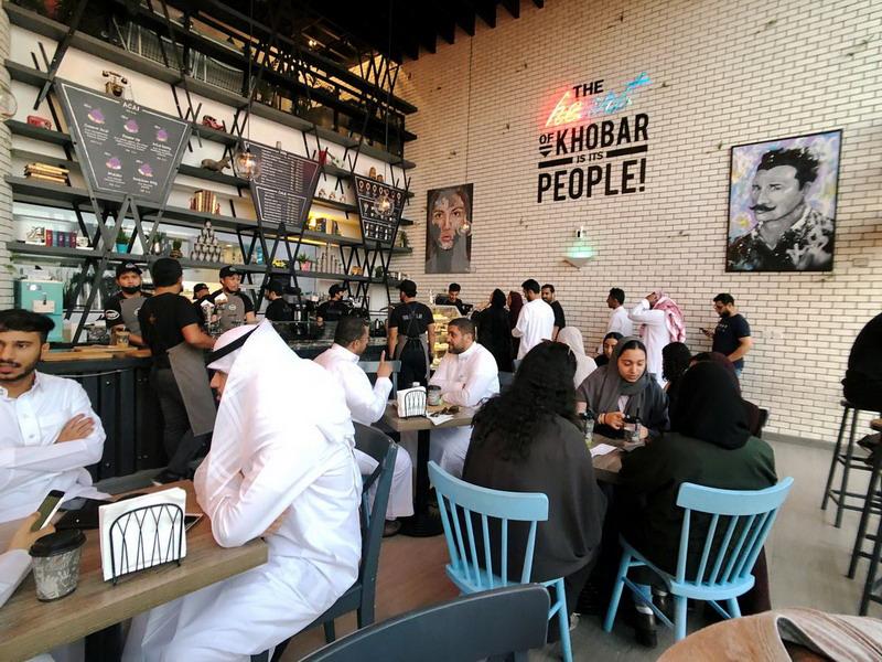 https: img-o.okeinfo.net content 2019 12 09 18 2139580 arab-saudi-akhiri-aturan-pemisahan-gender-di-restoran-pbkb9SVTAD.jpg