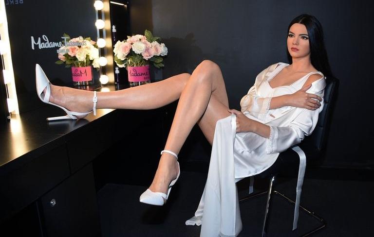 https: img-o.okeinfo.net content 2019 12 11 194 2140795 patung-lilin-kendall-jenner-di-madame-tussauds-jerman-dinilai-tak-mirip-aslinya-lTOm0HtbyK.jpg