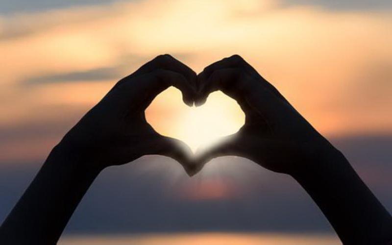 https: img-o.okeinfo.net content 2019 12 11 196 2140633 30-tanda-kamu-sedang-jatuh-cinta-dari-yang-sederhana-sampai-serius-yIoF7L3Ape.jpg