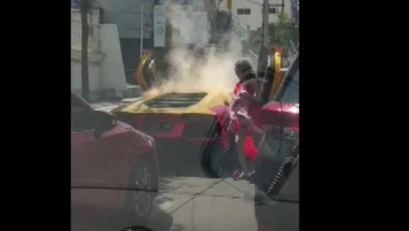 https: img-o.okeinfo.net content 2019 12 13 519 2141632 mobil-lamborghini-yang-terbakar-di-surabaya-ternyata-tak-miliki-stnk-G52ONfLpCi.jpg