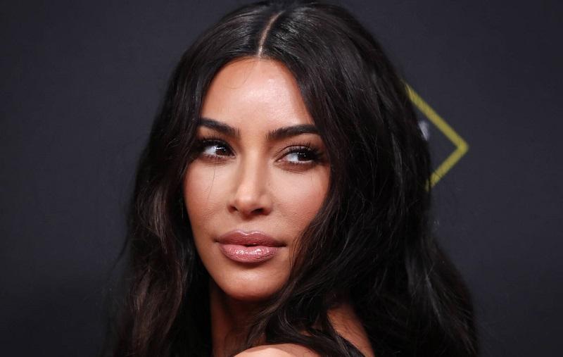https: img-o.okeinfo.net content 2019 12 13 611 2141727 kim-kardashian-geram-fotonya-dipakai-untuk-iklan-vampire-facial-tanpa-izin-vw1EjnANUz.jpg