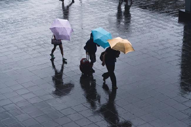 https: img-o.okeinfo.net content 2019 12 14 338 2141793 akhir-pekan-sebagian-wilayah-jakarta-diprediksi-hujan-rnslJufLTa.jpg