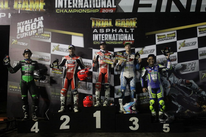 https: img-o.okeinfo.net content 2019 12 15 43 2142117 pembalap-tuan-rumah-gagal-taklukkan-rider-asing-di-trial-game-asphalt-internasional-championship-2019-K4Kc4hrC6K.jpg
