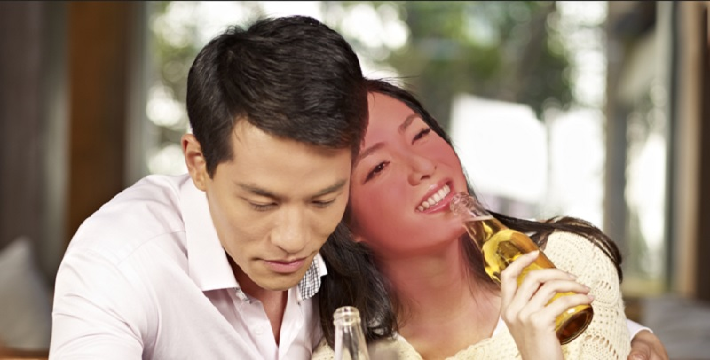 https: img-o.okeinfo.net content 2019 12 17 481 2142795 minum-alkohol-wajah-memerah-waspada-ada-kerusakan-saraf-tOXlvwf06r.jpg