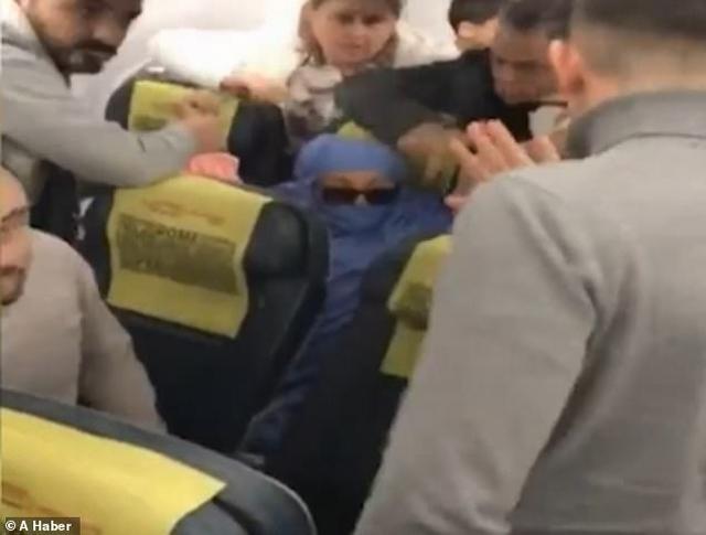 https: img-o.okeinfo.net content 2019 12 19 18 2143944 wanita-ngaku-teroris-ancam-meledakkan-pesawat-6TQCeIXVof.jpg
