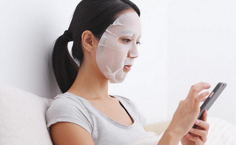 https: img-o.okeinfo.net content 2019 12 20 611 2144440 sheet-mask-benar-bermanfaat-atau-cuma-tren-p150n8BQHu.jpg