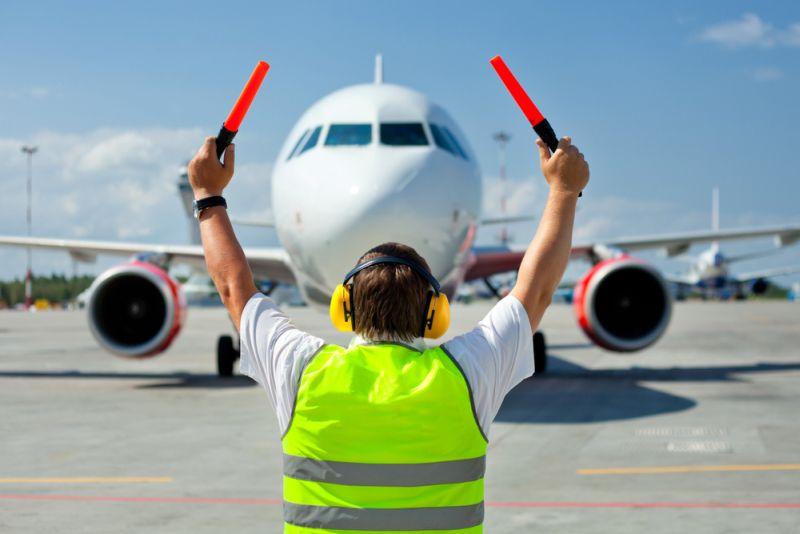 https: img-o.okeinfo.net content 2019 12 21 320 2144733 runway-baru-bandara-soetta-antrean-pesawat-diharapkan-berkurang-0E7B88Ehi3.jpg
