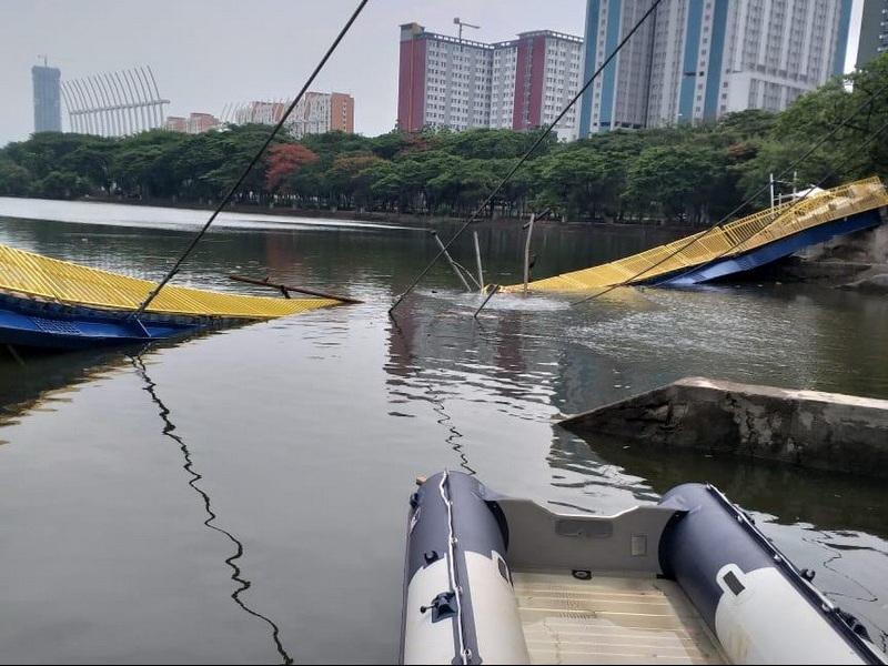 https: img-o.okeinfo.net content 2019 12 22 338 2144912 jembatan-gantung-roboh-di-taman-hutan-kemayoran-vRgz0dcpHB.jpg