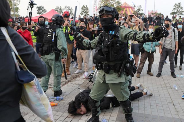 https: img-o.okeinfo.net content 2019 12 23 18 2145093 bentrokan-pecah-di-hong-kong-setelah-demonstrasi-mendukung-muslim-uighur-berakhir-kacau-LOrEtj8lIu.jpg