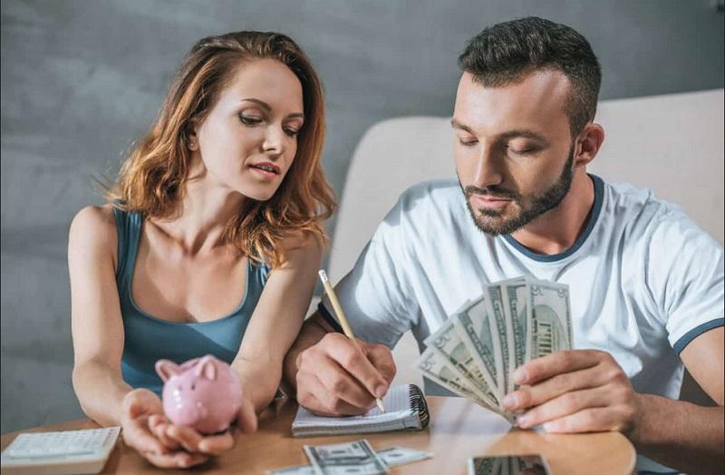 https: img-o.okeinfo.net content 2019 12 25 196 2145881 suami-tidak-transparan-soal-keuangan-ini-yang-harus-dilakukan-istri-3BRcLpjEwf.jpg