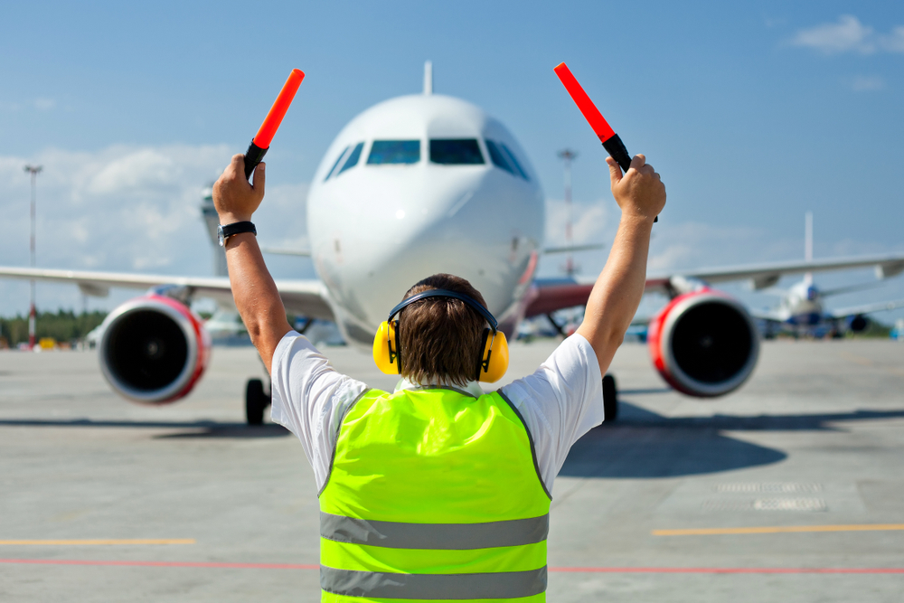 https: img-o.okeinfo.net content 2019 12 26 320 2146391 seperti-bbm-maskapai-penerbangan-minta-avtur-satu-harga-L0NilDo7wX.jpg