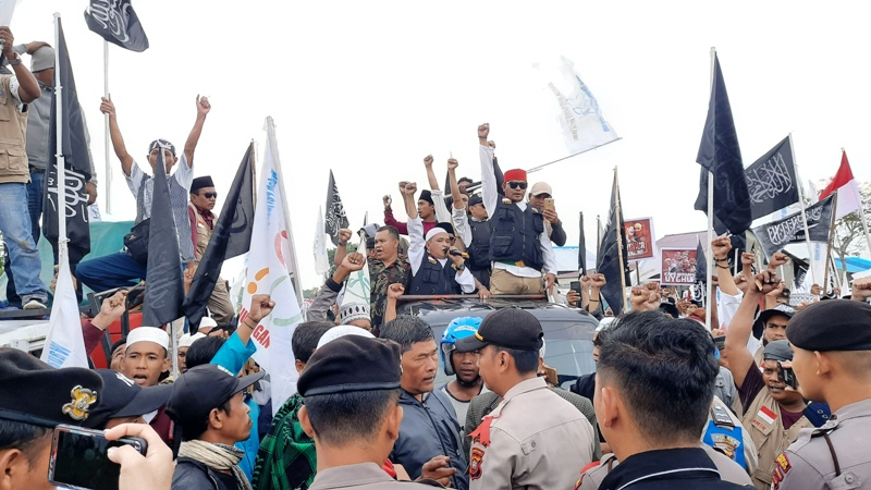 https: img-o.okeinfo.net content 2019 12 27 340 2146711 tak-ada-kedubes-massa-bela-uighur-di-ketapang-demo-perusahaan-milik-warga-china-r88DXxtKCX.jpg