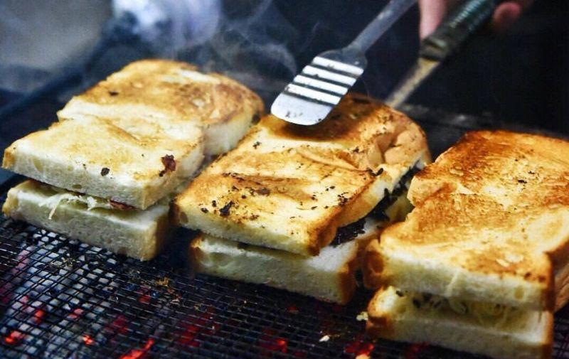 https: img-o.okeinfo.net content 2019 12 31 298 2147738 5-tempat-kuliner-untuk-rayakan-malam-tahun-baru-di-jakarta-8LAyx9TRPn.jpg