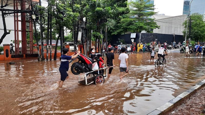 https: img-o.okeinfo.net content 2020 01 02 614 2148492 bantu-korban-banjir-jakarta-dan-sekitarnya-gp-ansor-kerahkan-tim-bagana-EagF78UZiK.jpg