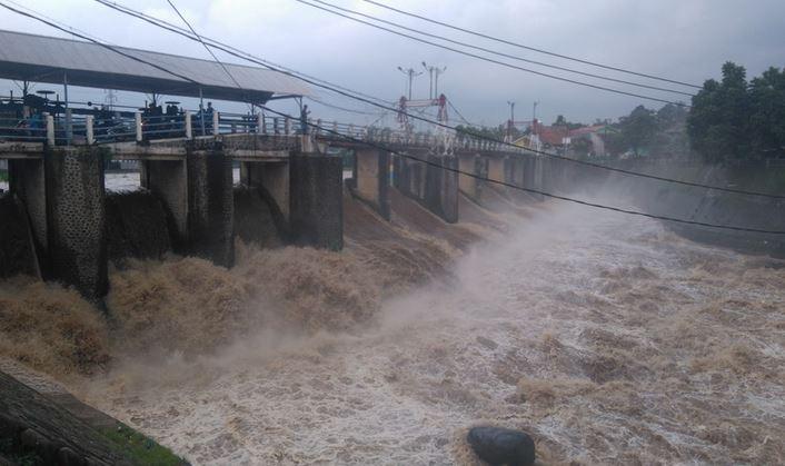https: img-o.okeinfo.net content 2020 01 03 337 2148765 bendung-katulampa-beton-pengingat-banjir-peninggalan-belanda-7L3lYs3yAb.JPG