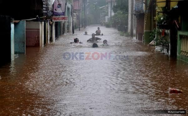 https: img-o.okeinfo.net content 2020 01 03 338 2148893 banjir-jakarta-ternyata-sudah-ada-sejak-zaman-kolonial-ymyc9E6FOK.jpg