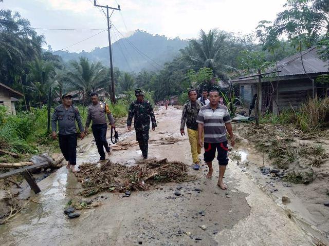 https: img-o.okeinfo.net content 2020 01 03 608 2148718 banjir-bandang-terjang-labuhanbatu-sumut-1-orang-ditemukan-tewas-itfqpChie1.jpg