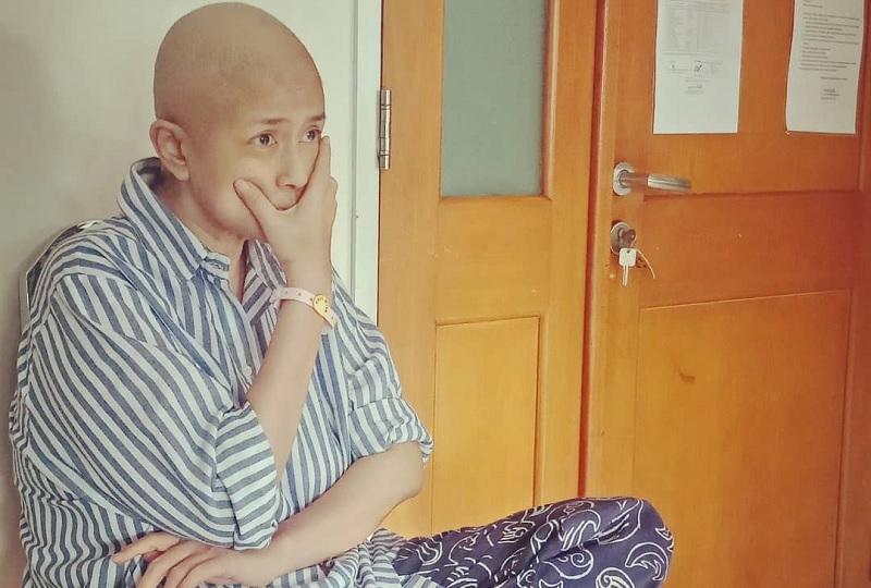 https: img-o.okeinfo.net content 2020 01 06 33 2149703 perjuangan-ria-irawan-lawan-kanker-sempat-dinyatakan-sembuh-hingga-kini-meninggal-o3R1fm9zXR.jpg