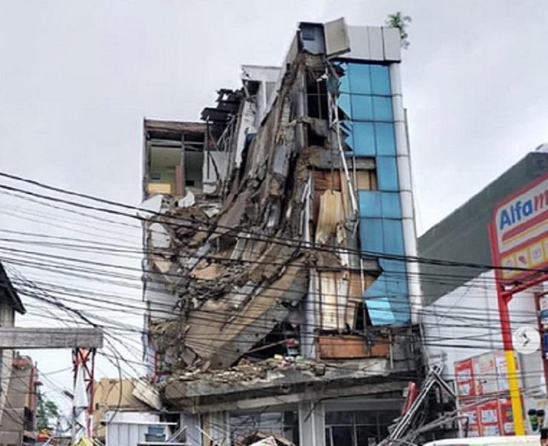 https: img-o.okeinfo.net content 2020 01 06 470 2149795 gedung-lantai-4-di-slipi-ambruk-pakar-konstruksi-sebaiknya-dirobohkan-trgp3nVrRg.jpg
