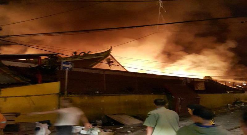 https: img-o.okeinfo.net content 2020 01 08 338 2150454 rumah-terbakar-di-jakbar-10-unit-damkar-dikerahkan-0fGQpq8KcX.jpg