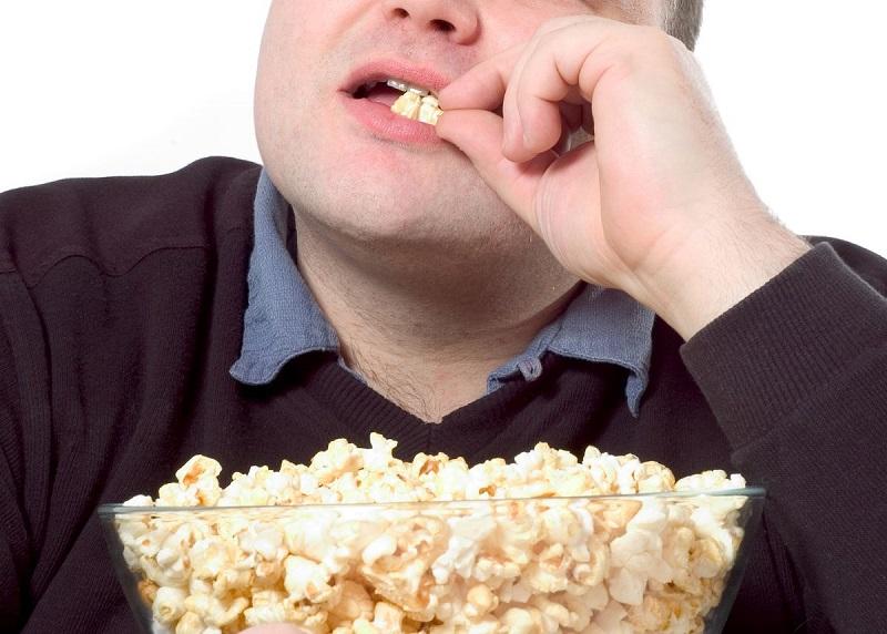 https: img-o.okeinfo.net content 2020 01 08 481 2150624 gara-gara-popcorn-terselip-di-gigi-pria-ini-jalani-operasi-jantung-gNO1NFf8rb.jpg