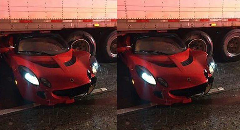https: img-o.okeinfo.net content 2020 01 08 52 2150801 mobil-sport-ini-nyangkut-di-kolong-truk-akibat-aquaplaning-NYk6iOlZue.jpg