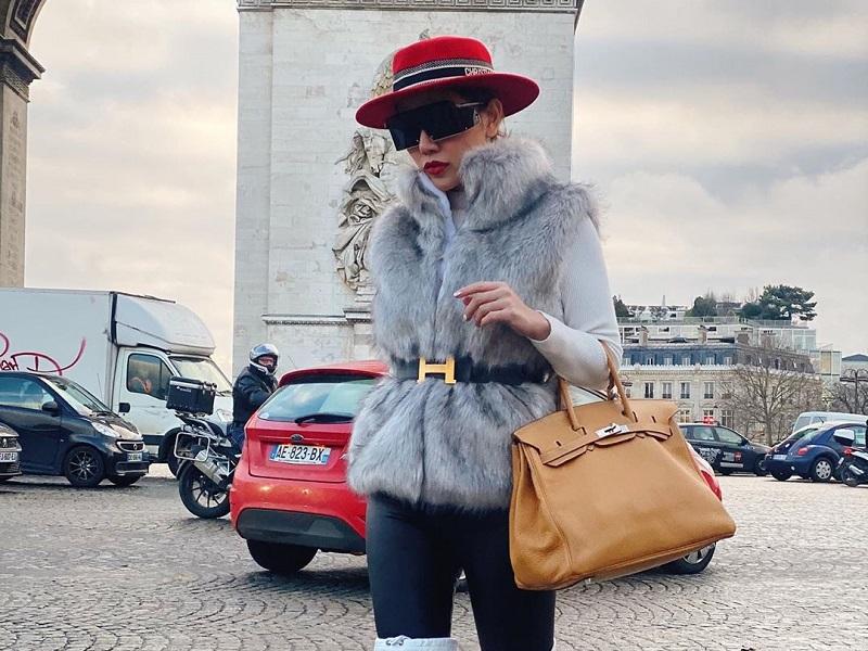 https: img-o.okeinfo.net content 2020 01 09 194 2151035 potret-tampilan-glamor-bella-shofie-saat-keliling-eropa-stunning-CbwOtYZvCa.jpg