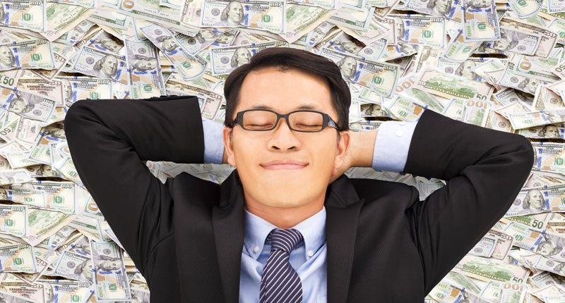 https: img-o.okeinfo.net content 2020 01 10 612 2151417 benarkah-uang-beri-kebahagiaan-miliarder-jepang-ini-tes-dengan-bagikan-rp123-miliar-hy2P3Rb9Yu.jpg