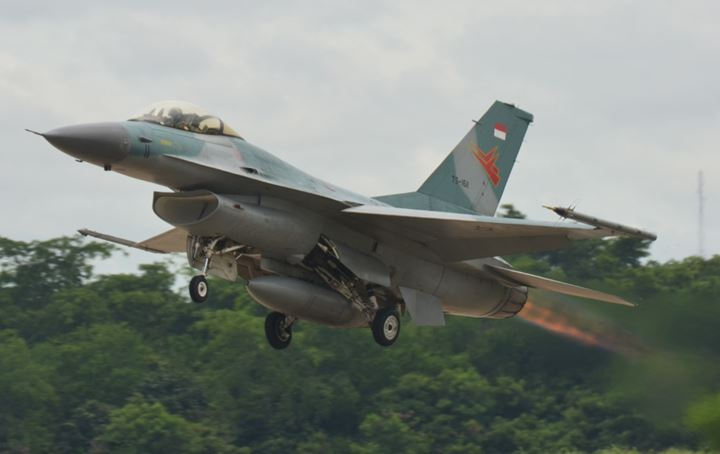 https: img-o.okeinfo.net content 2020 01 11 340 2151647 4-pesawat-tempur-f-16-masih-disiagakan-di-natuna-6DnxwIQjJq.jpg