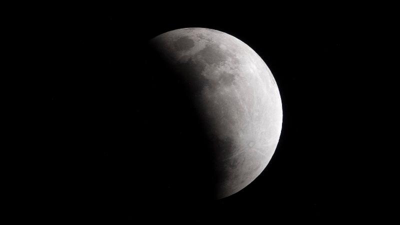 https: img-o.okeinfo.net content 2020 01 11 56 2151747 intip-foto-foto-gerhana-bulan-penumbra-hasil-tangkapan-netizen-RSl5lGhqXJ.jpg