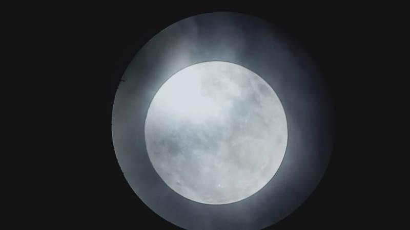 https: img-o.okeinfo.net content 2020 01 11 56 2151815 foto-foto-gerhana-bulan-penumbra-di-langit-kupang-nntJ8S0i1R.jpg