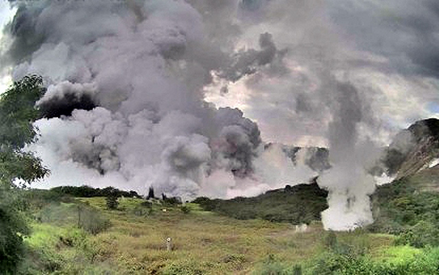 https: img-o.okeinfo.net content 2020 01 13 337 2152311 bnpb-pastikan-abu-vulkanis-erupsi-gunung-taal-tak-berdampak-ke-indonesia-yBDGTkUe52.jpg