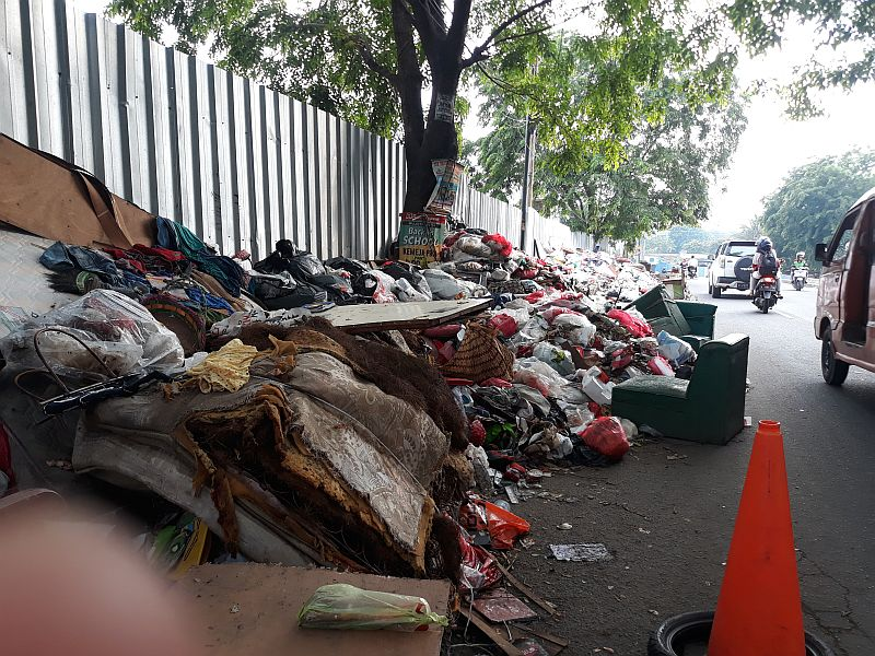 https: img-o.okeinfo.net content 2020 01 13 338 2152191 61-ribu-ton-sampah-dihasilkan-pascabanjir-di-jakarta-N7n4l2Maa5.jpg