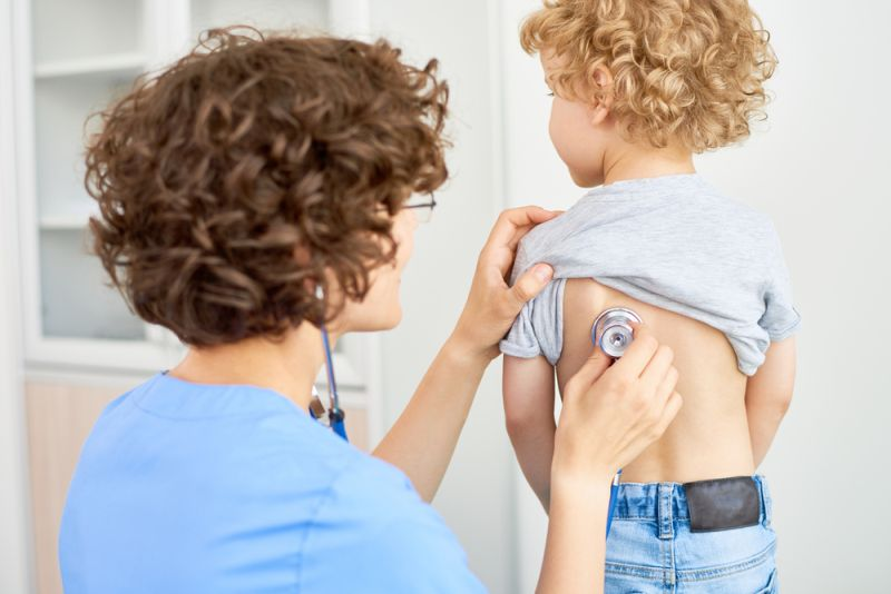 https: img-o.okeinfo.net content 2020 01 13 481 2152513 kenali-gejala-pneumonia-pada-anak-cegah-jangan-sampai-terlambat-xfOYEWMwfC.jpg