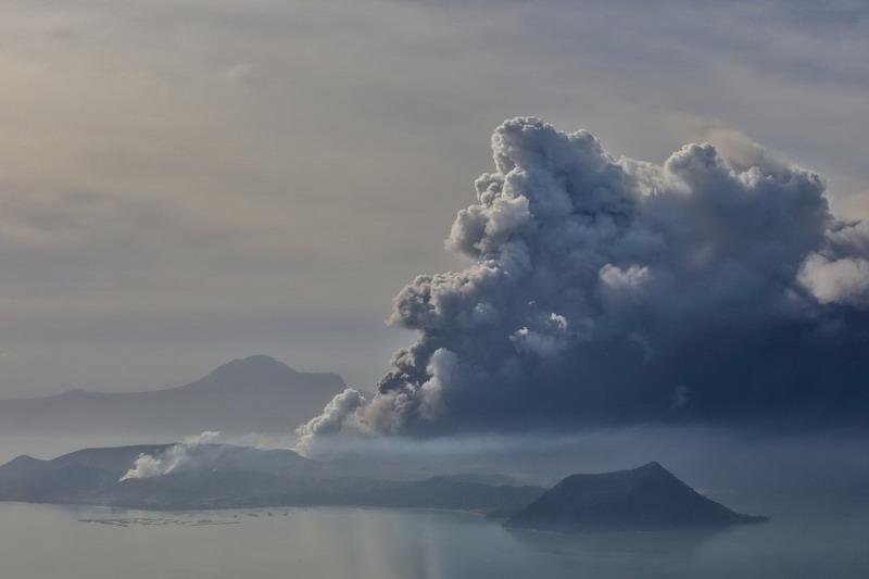 https: img-o.okeinfo.net content 2020 01 14 18 2152766 erupsi-gunung-taal-dinilai-berbahaya-ini-alasannya-Wau5U2J2sA.jpg