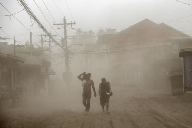 https: img-o.okeinfo.net content 2020 01 17 18 2154467 korban-erupsi-gunung-taal-tubuh-kami-baik-baik-tapi-pikiran-dan-hati-kami-kesakitan-rSjS6zP7Pa.jpg